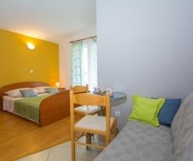 Apartments with a parking space Veliko Brdo (Makarska) - 11007