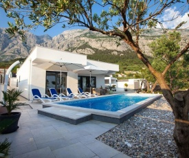 ctma210/ Villa with private heated pool