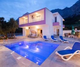 Holiday house with a swimming pool Makarska - 11002