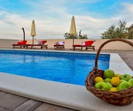 Fantastic Villa Maslina with private pool